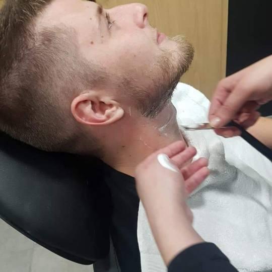 Brijačnica Fiju-Briju #zagreb Muško šišanje Muško šišanje + pranje kose + brijanje brade Muš